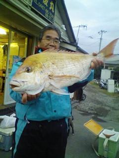 午後船の夕まずめにヒット!!4.3kgの良型と1.8kgの2枚ゲット!!