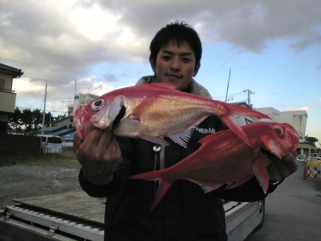 キンメ釣りは小学生時代以来という杉山氏 レンタルタックルで堂々の25枚!