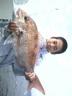 4日 ヤッタね!小学生でも釣れたヨ!3.1kg !他にキロ超も!