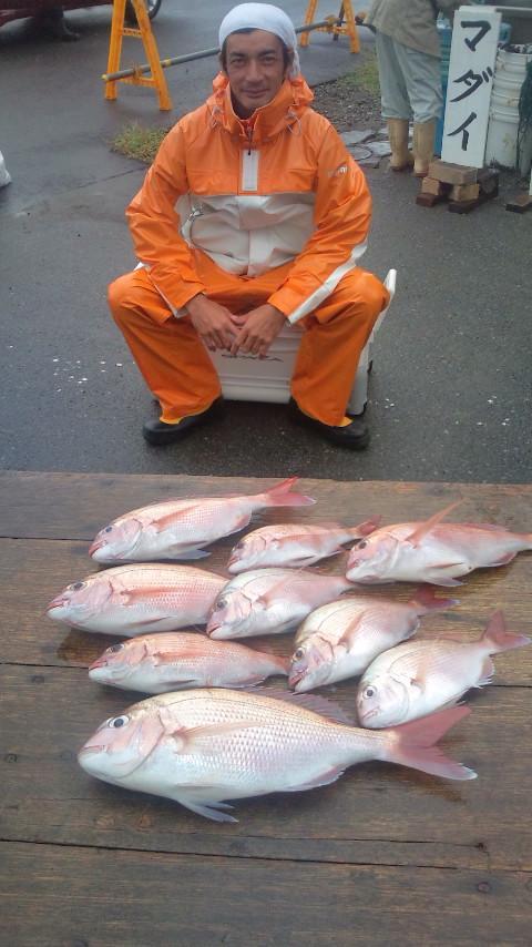 27日 先週はワラサ大漁18本の柏木氏。今日はマダイ釣り初挑戦で9枚ゲット!!