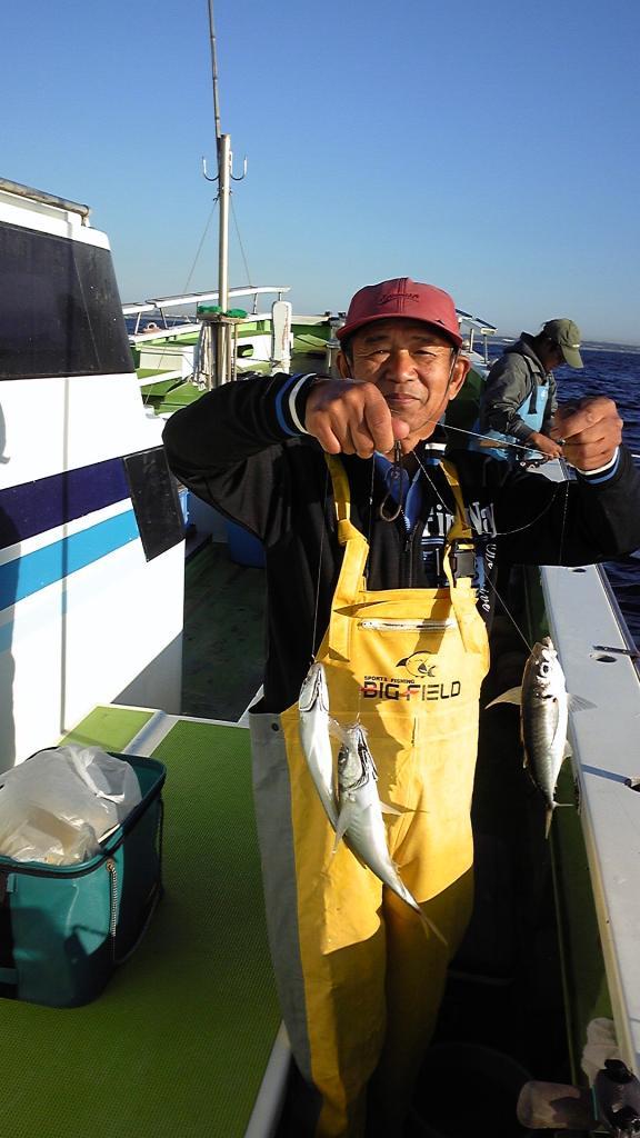 近場の真沖では連日良型アジが入れ食いです!