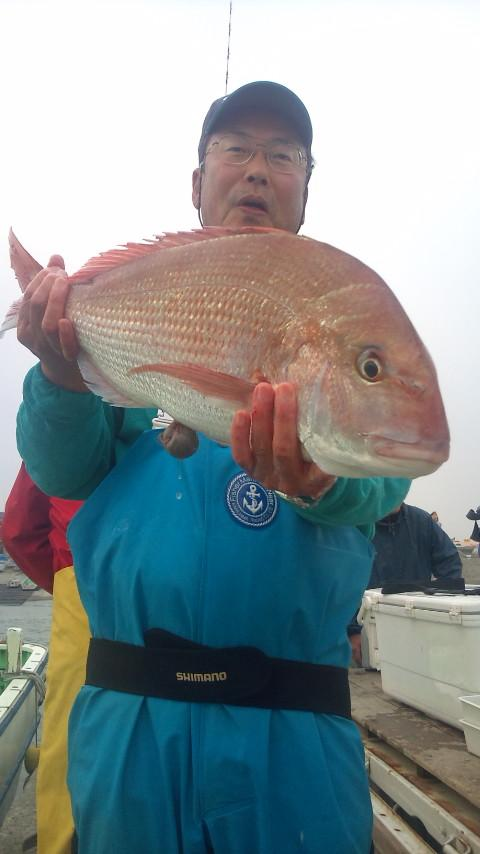 14日 本日最大4.0kgは45mダチの浅場で釣れました。