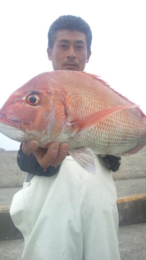 14日 こちらも神輿仲間の鈴木君、瀬の海95mで2.4kgゲット!!
